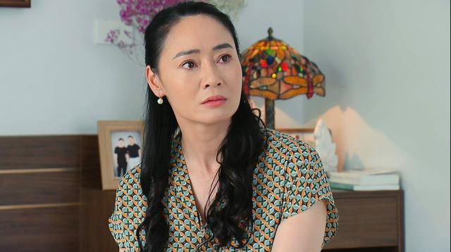 Hương vị tình thân phần 2 - Tập 31: Bà Xuân tham gia cuộc thi sắc đẹp, bị lừa lập quỹ từ thiện - Ảnh 10.