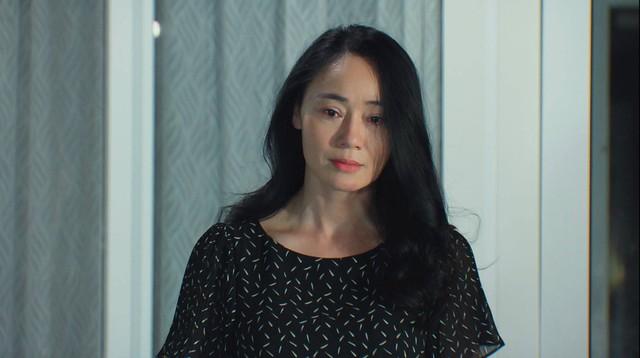 Hương vị tình thân phần 2 - Tập 31: Bà Xuân tham gia cuộc thi sắc đẹp, bị lừa lập quỹ từ thiện - Ảnh 2.