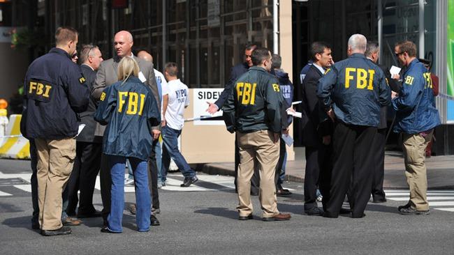 Kết quả hình ảnh cho hình ảnh FBI mỹ kiểm tra hàng buôn lậu