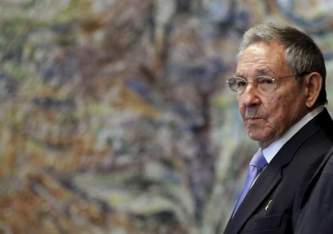 Cuba's President Raul Castro attends a ceremony at the Palace of the Revolution in Havana May 19, 2015
