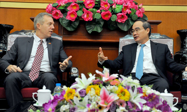US ambassador to Vietnam Ted Osius and Vietnam Fatherland Front (VFF) President Nguyen Thien Nhan (Photo: Lai Hoa - VOV)