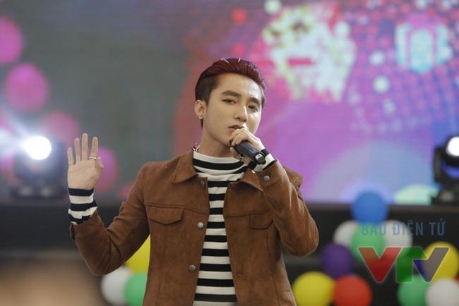 VTV.vn - Giải thưởng Âm nhạc Cống hiến 2016 đã công bố danh sách đề cử,  trong đó, nam ca sĩ trẻ Sơn Tùng M-TP gây bất ngờ khi có mặt tại ...