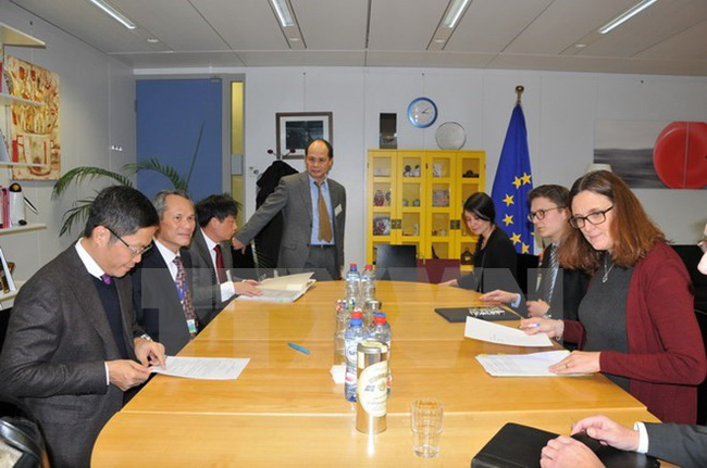 At the working session between Minister of Industry and Trade Tran Tuan Anh and European Commissioner for Trade Cecilia Malstrom (Photo: VNA)