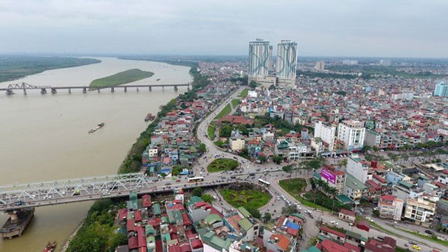 A view of Chuong Duong and Long Bien bridges across the Red River. (Photo: tuoitre.vn)