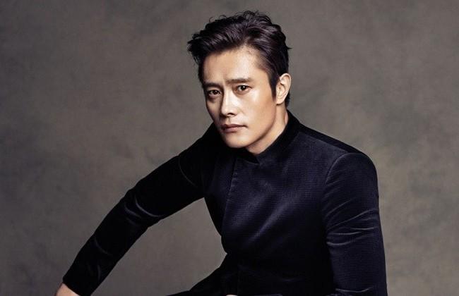 Sau nhiều năm giấu kín, con trai của tài tử Lee Byung Hun lần đầu lộ diện, được khen đẹp trai hơn bố - Ảnh 2.