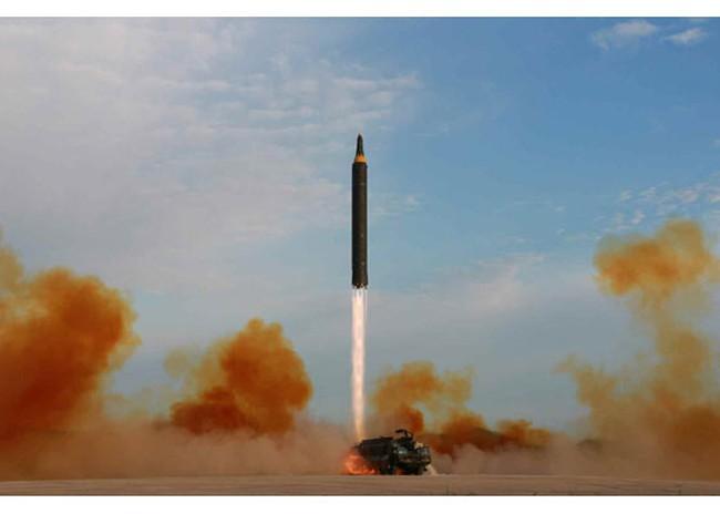 Triều Tiên công bố video phóng tên lửa qua Nhật Bản lần hai - ảnh 1