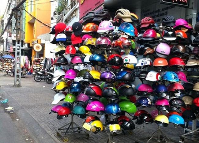 Từ 1/7, sản xuất và bán mũ bảo hiểm chưa đạt chuẩn sẽ bị phạt | VTV.VN
