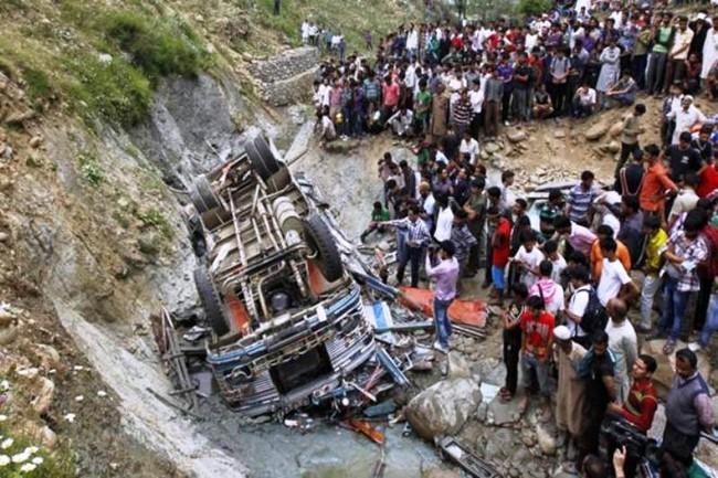 Tai nạn xe bus ở Ấn Độ, ít nhất 46 người thương vong - ảnh 9