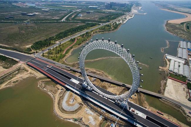 Trung Quốc khai trương vòng đu quay không trục lớn nhất thế giới - ảnh 2
