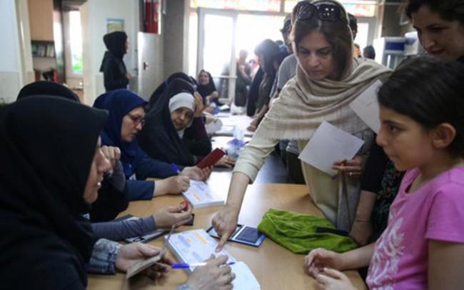 Hơn 40 triệu cử tri Iran đi bỏ phiếu bầu Tổng thống - ảnh 1