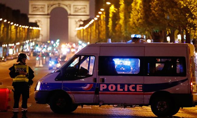 Pháp xác định danh tính kẻ bắn chết cảnh sát ở Paris - ảnh 1