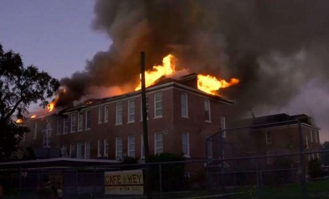 Mỹ: Cháy lớn tại trường tiểu học - ảnh 3