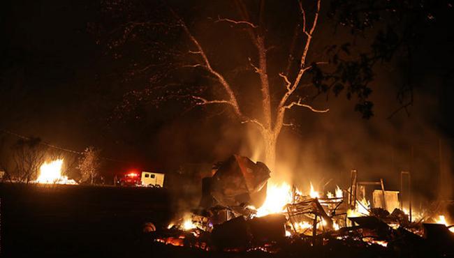 Cháy rừng tại California, Mỹ: 23 người thiệt mạng, hơn 600 người mất tích - ảnh 1