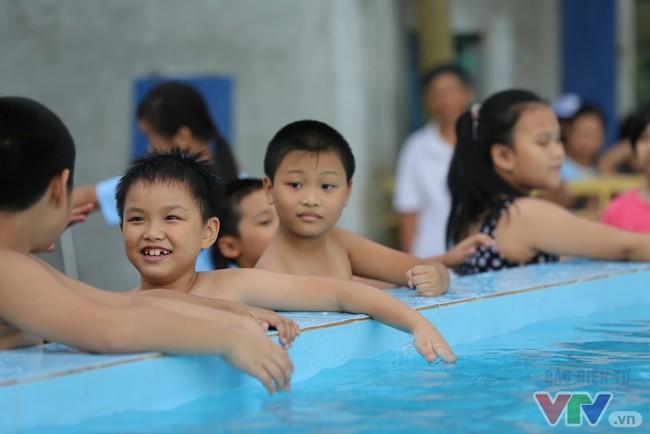 TP.HCM sẽ phổ cập bơi cho học sinh mầm non - ảnh 1