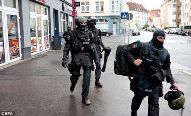 Đức: Một đối tượng mang súng vào trường học - ảnh 1