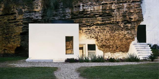 Độc đáo căn nhà hang ở khe núi tại Tây Ban Nha - ảnh 12