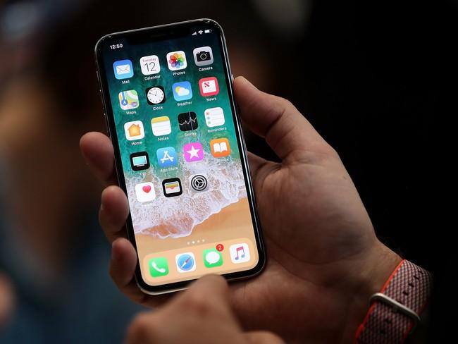 Apple ra mắt iPhone X khiến người dùng BlackBerry thấy... tự hào - ảnh 2