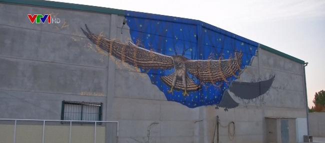 Độc đáo ngôi làng graffiti ở Tây Ban Nha - ảnh 2