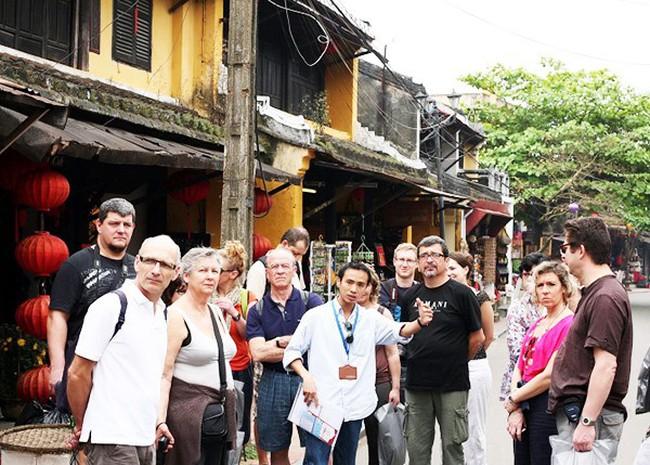 Hướng dẫn viên du lịch Việt Nam: Thiếu và yếu - ảnh 1