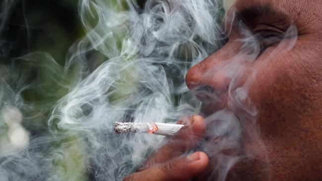 Philippines cấm hút thuốc nơi công cộng trên toàn quốc - ảnh 1