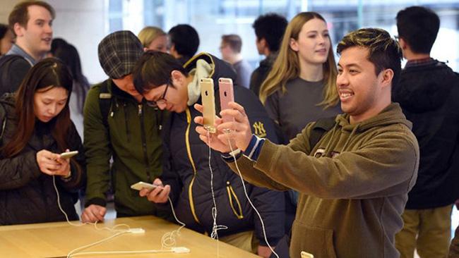 Giới trẻ Mỹ ngày càng chết mê chết mệt iPhone - ảnh 3