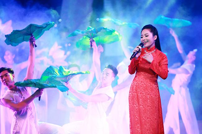Bạch Trà hạnh phúc khi hát Lời ca dâng Bác tưởng nhớ Hồ Chủ tịch - ảnh 1