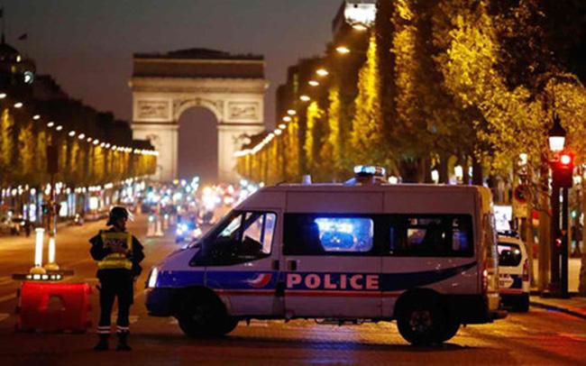 Hung thủ khủng bố đại lộ Champs Elysees từng bị kết án tù vì tội tấn công cảnh sát - ảnh 1
