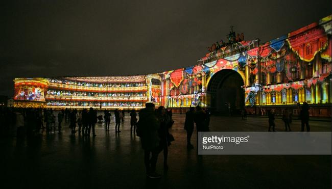 Lễ hội ánh sáng mừng Cách mạng tháng Mười tại Nga
