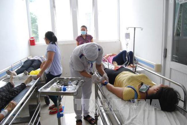 Bến Tre: 38 công nhân nhập viện nghi do ngộ độc thực phẩm - ảnh 1