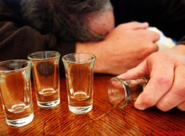 Ngộ độc rượu methanol gia tăng dịp cuối năm - ảnh 1