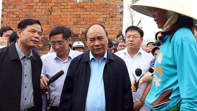 Vietnamese Prime Minister Nguyen Xuan Phuc visits families affected by typgoon Damrey in Van Ninh district