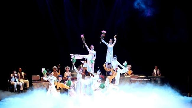 A performance of the art progamme 'Hon Viet'