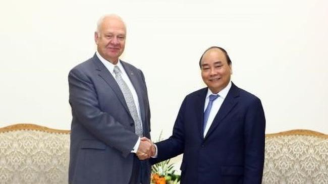 Prime Minister Nguyen Xuan Phuc (R) and Russian Ambassador to Vietnam Konstantin Vasilievich Vnukov (Source: VNA)