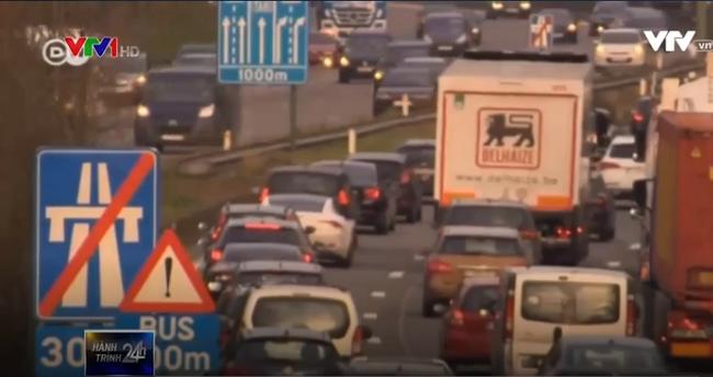 Áo kiện Đức vì áp phí đường cao tốc với xe đăng ký nước ngoài - ảnh 1