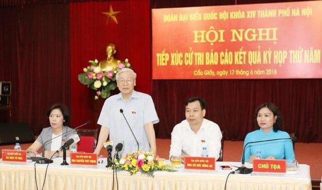 Party General Secretary Nguyen Phu Trong speaks at a meeting with voters in Cau Giay district, Hanoi. (Photo: VNA)
