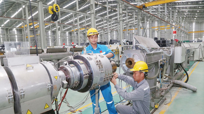 The manufacturing sector continued to expand strongly with an increase of 11.8% (photo: baohanam)