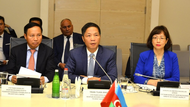 Vietnamese Minister of Industry and Trade, Tran Tuan Anh, speaks at the meeting. (Photo: AZERTAC)