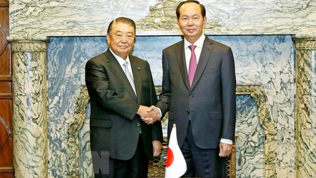 President Tran Dai Quang (right) and Speaker of the Japanese House of Representatives Tadamori Oshima (Source: VNA)