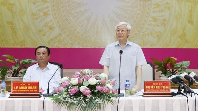 Party General Secretary Nguyen Phu Trong speaking at a working session with leaders of Dong Thap province (Source: VNA)