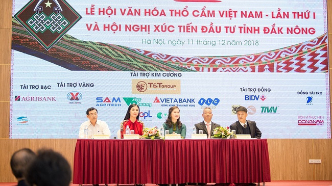 The first Vietnam brocade culture festival and Dak Nong investment promotion conference will take place in the Central Highlands locality from January 5-7, announced the organisers at the press conference. (Photo: VOV)