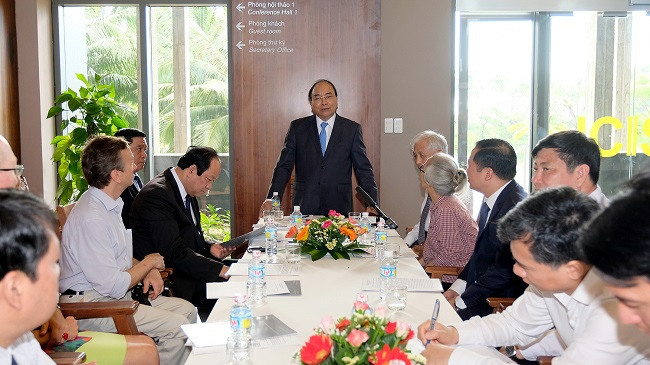 PM Nguyen Xuan Phuc addressing a working session with ICISE scientists. (Photo: VGP)