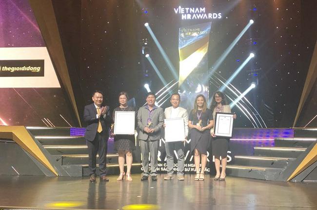 The Vietnam HR Awards 2018 were presented on November 27 (Photo: VNA)