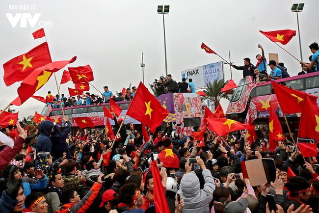- u23 vietnam hanoi 8 15171265425861805515774 15171271771921779872912 - Hãng tin lớn nhất nước Mỹ bàng hoàng: Họ đang tổ chức World Cup à?