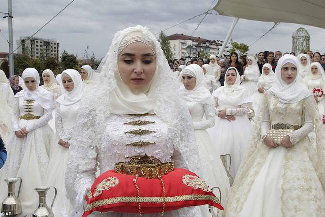 Tổ chức đám cưới tập thể với 200 cặp đôi tại Nga