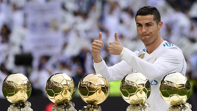 Ronaldo giành được 5 QBV