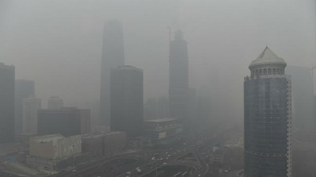 Bắc Kinh ban bố mức báo động vàng về ô nhiễm không khí. (Ảnh: Reuters)
