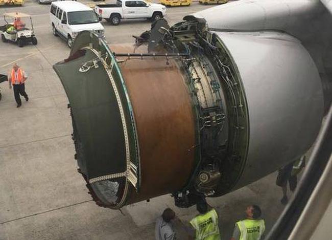 Mất vỏ động cơ, máy bay phải hạ cánh khẩn cấp - ảnh 2