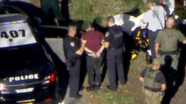 Vụ xả súng tại trường học ở Mỹ: 17 người thiệt mạng, hung thủ đã bị bắt - ảnh 2