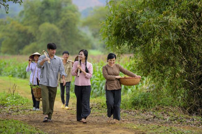 """NSND Lan Hương, ca sĩ Lương Nguyệt Anh, Bảo """"ngậu"""" chịu lạnh 8 độ quay MV - ảnh 1"""