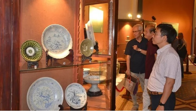 The exhibition attracts many visitors